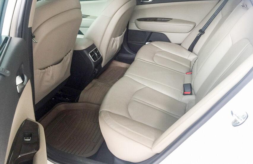 Spacious interior compartment