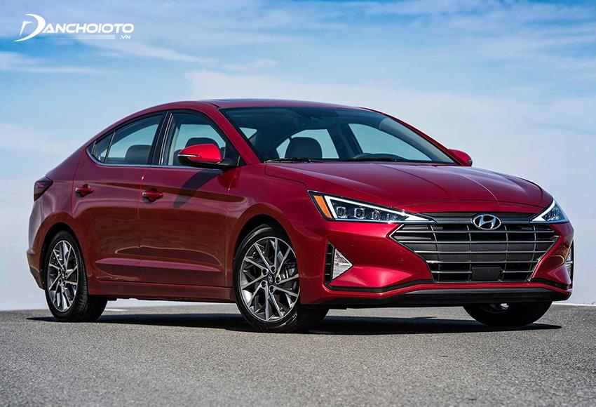 So với Mazda 3, giá xe Elantra thấp hơn trong khi động cơ hiệu suất cao hơn