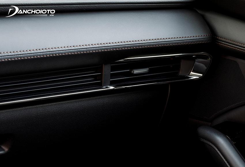 Vật liệu taplo và tappi cửa Mazda 3 2020 sử dụng chủ yếu là nhựa mềm giả da và bọc da