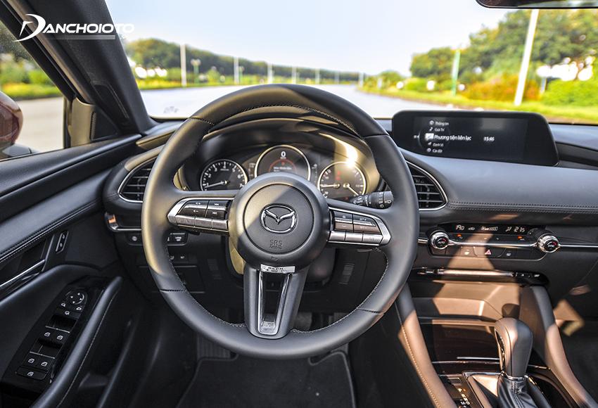 Vô lăng Mazda 3 2020 thể thao, cho cảm giác giống với các mẫu xe sang