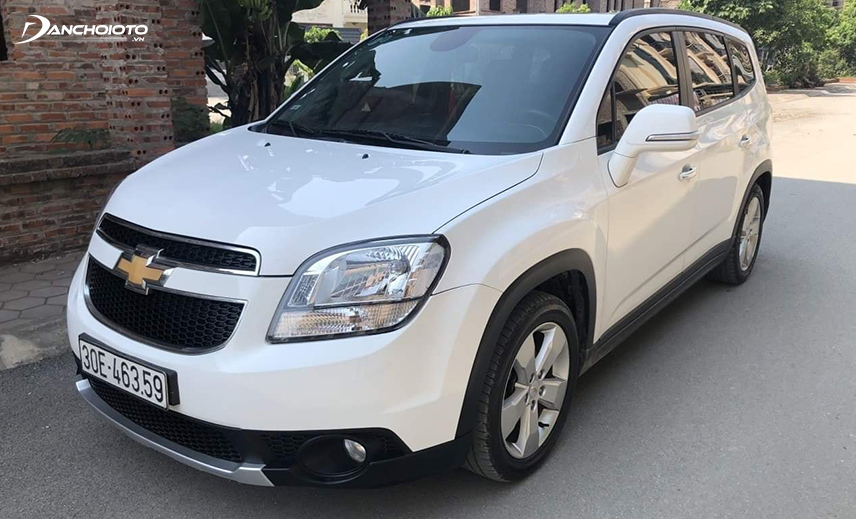 The 7-seater model with the price of 500 million Chevrolet Orlando 2016 - 2017 has a rough design