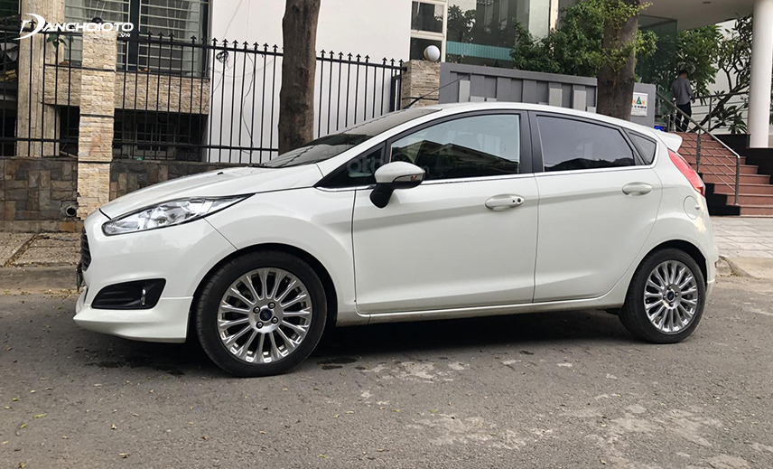 If you buy an old Ford 400 million, you can choose the old Ford Fiesta 2016 - 2017
