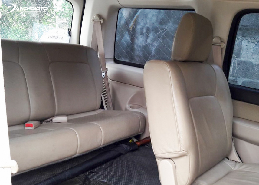2011 Ford Everest has ample passenger space with two comfortable front seats