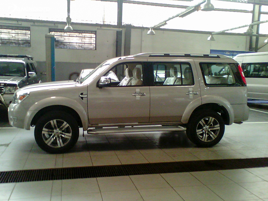 2011 Ford Everest is an old SUV option worth about VND 500 million