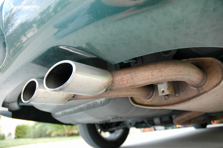 Water discharge pipes are caused by condensation in the exhaust gas processor