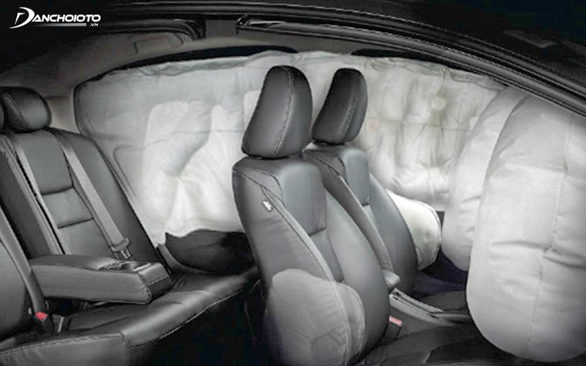 Xe được trang bị nhiều tính năng an toàn hiện đại