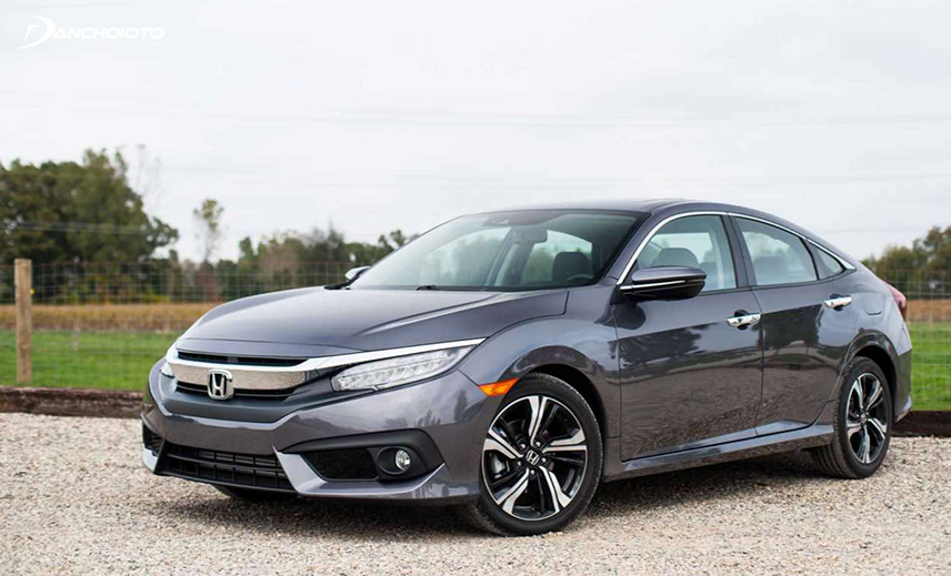 The old Honda Civic 2015 - 2016 is a quality option in the group of 600-700 million old cars