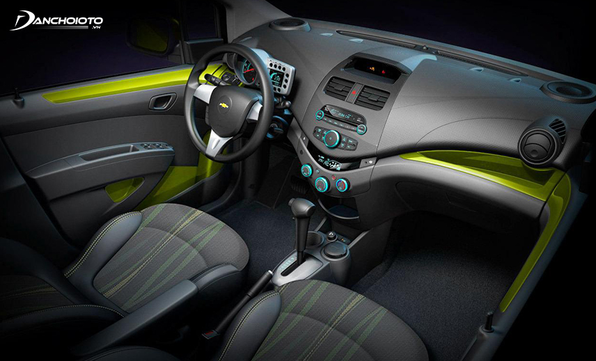 The interior of the old Chevrolet Spark 2017 is redesigned more modern and class than many cars in the segment