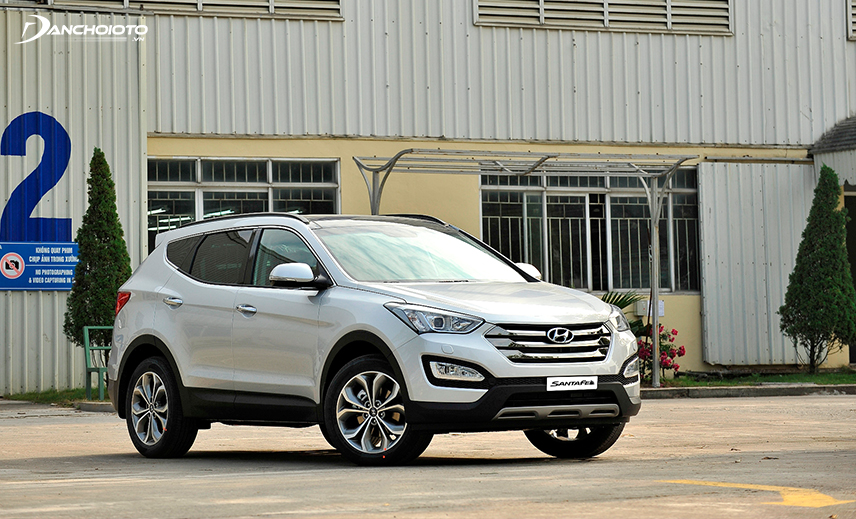 Buying an old family 7-seater car is about VND 800 million, an old Hyundai SantaFe from 2014 to 2015 is worth considering