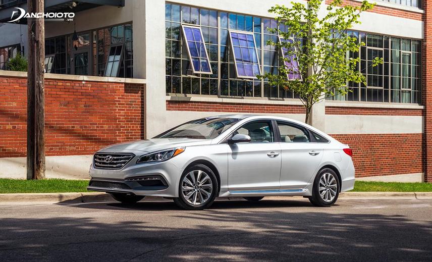 Mua xe Hyundai Sonata cũ giá 700 triệu, bạn có thể chọn đời xe 2015 - 2016 khá mới