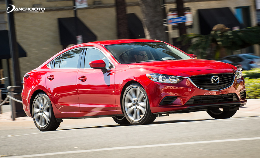 Buying an old Japanese D-class car costs about 600 million, an old Mazda 6 2013-2014 is the best option to buy