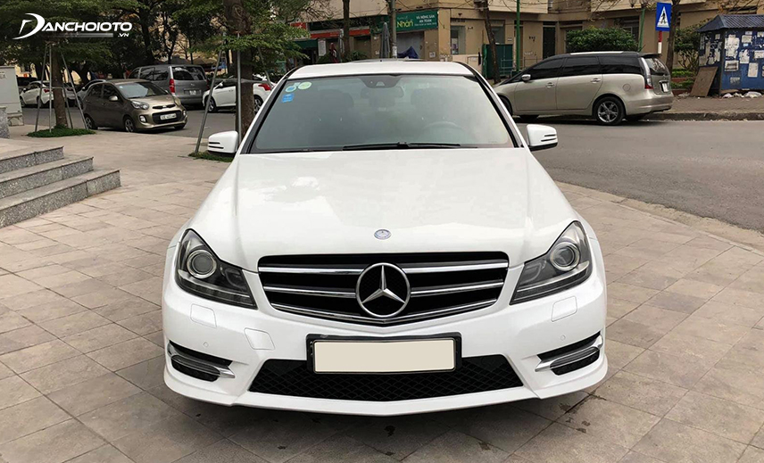 Buying a luxury car of 800 million, the old Mercedes C Class 2013 - 2014 is one of the best options