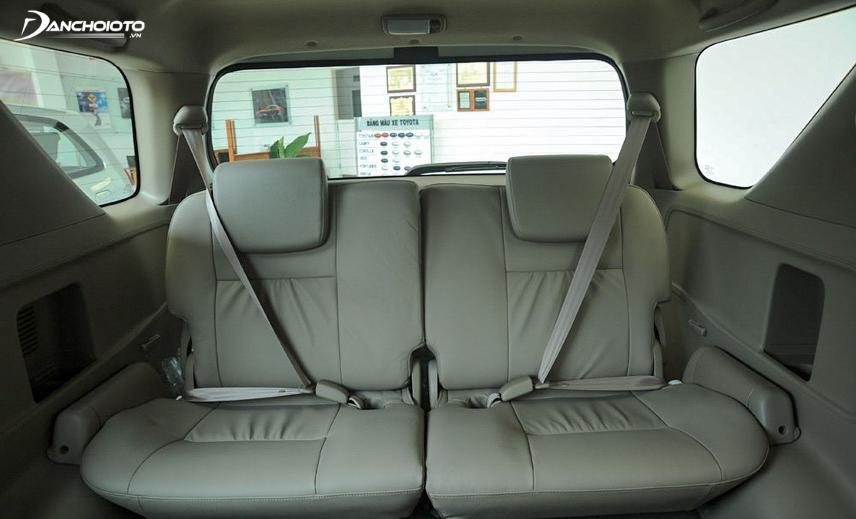 Trang bị an toàn của xe cũng khá đơn giản, hàng ghế sau chỉ có dây an toàn mà không có túi khí
