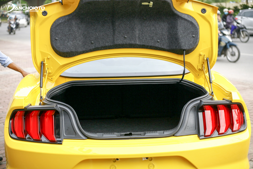 The Mustang 2018 has a spacious luggage compartment