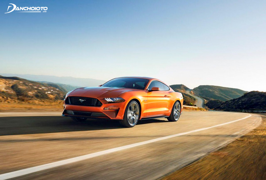 Mustang 2018 is equipped with EcoBoost I4 engine with 2.3 liters and Coyote V8 engine with 5 liters