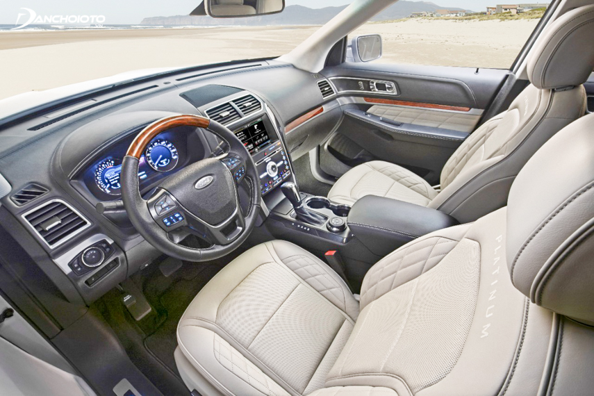 Explorer 2018 interior uses exquisite style with technology