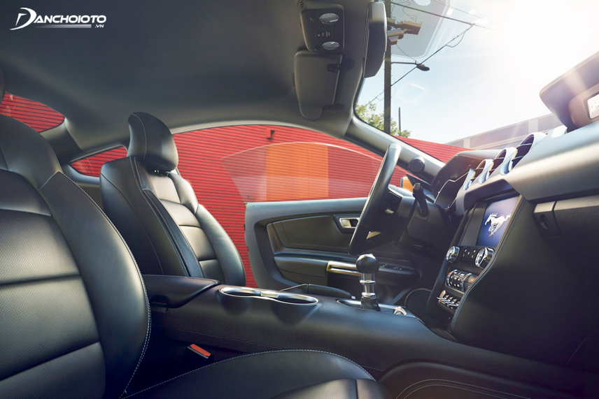 The interior of the Ford Mustang 2018 is extremely impressive with more spacious space