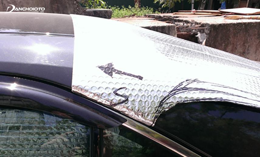 Tấm chắn nắng giá rẻ chất liệu mỏng, hiệu quả không cao, dễ bị rách