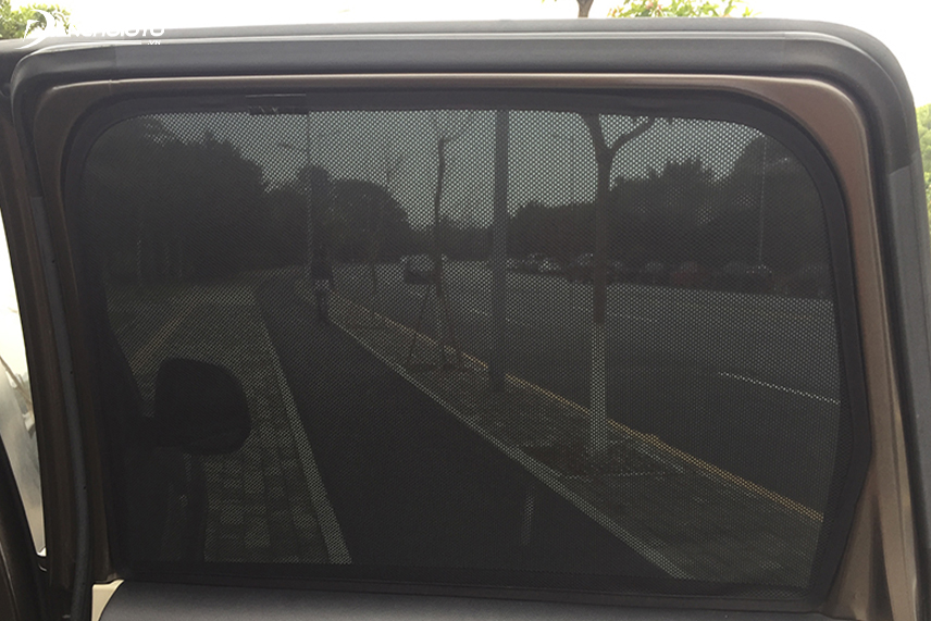 Attention to choose the style and size of sun visors compatible with the vehicle