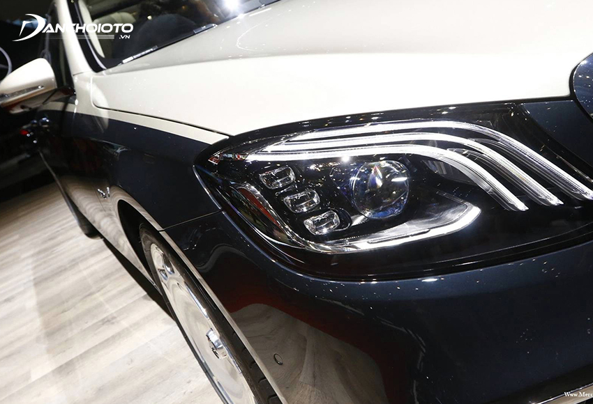 Cụm đèn LED phía trước tăng thêm điểm nhấn sang trọng cho Mercedes Maybach