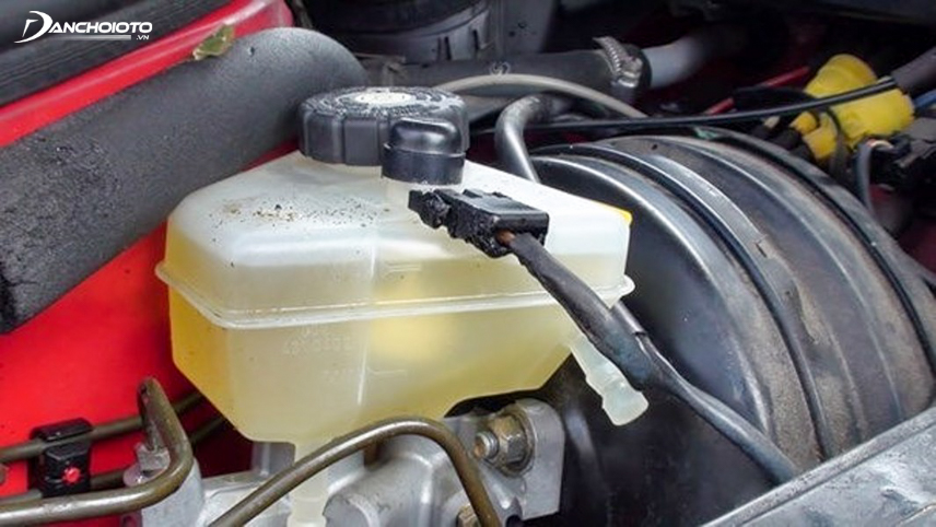 Exhaust brake fluid also causes continuous brake light