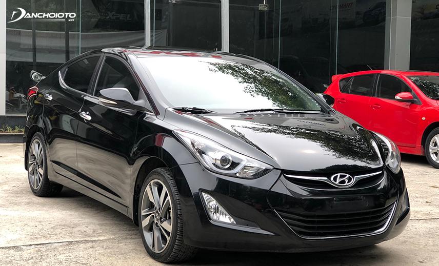 Giá xe Hyundai Elantra cũ thuộc hàng thấp trong phân khúc, ngang ngửa với xe hạng B