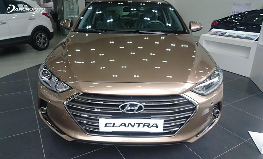 Hyundai Elantra 2016 - 2018 cuốn hút với lưới tản nhiệt lục giác mở rộng