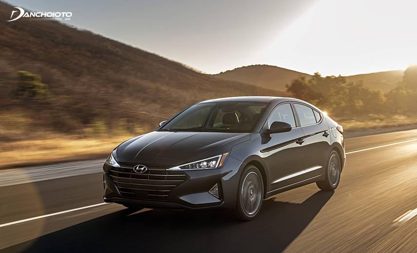Hyundai Elantra 2019 debuted with many sharp, modern lines