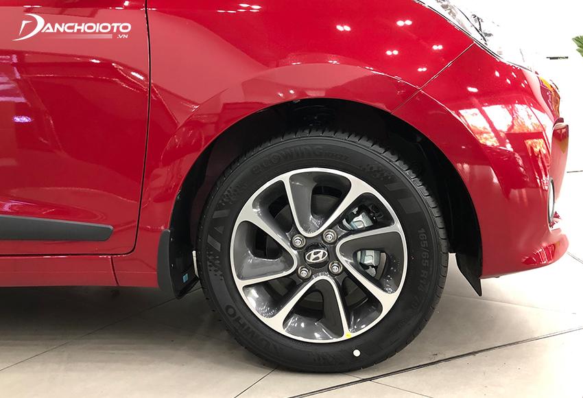 Hyundai i10 sử dụng lazang 14 inch đi cùng bộ lốp 165/65R14