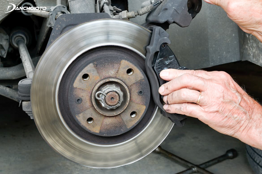 The brake pads are so worn that the car makes a sound when braking