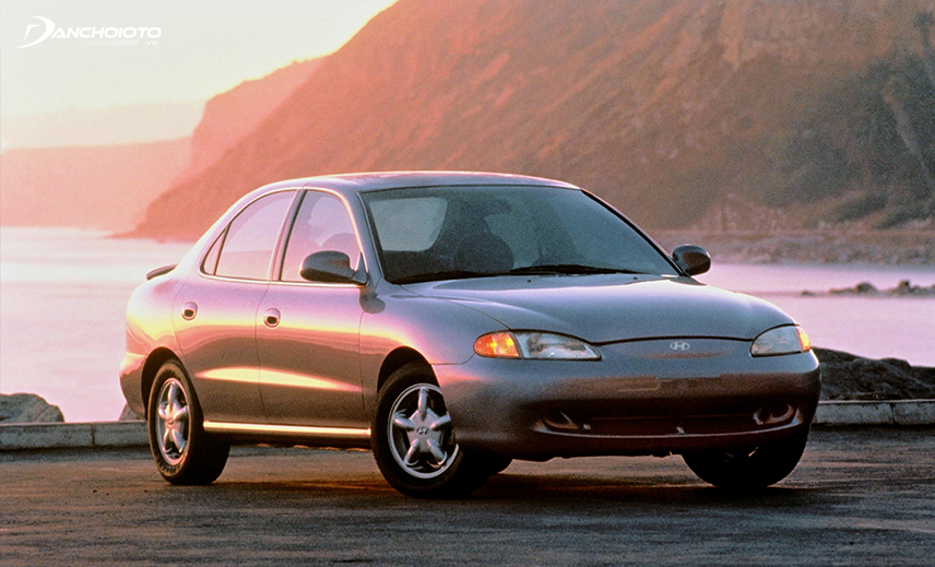 In 1995, the second generation of Hyundai Elantra was introduced