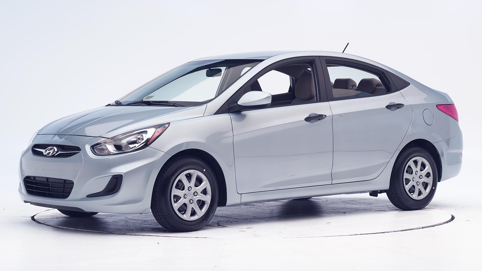 Năm 2010, Hyundai Accent lần đầu về Việt Nam dưới model 2012 (thế hệ thứ 4)