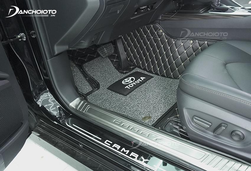Thảm lót sàn ô tô giúp giữ vệ sinh sàn xe, chống bẩn, ngăn mùi
