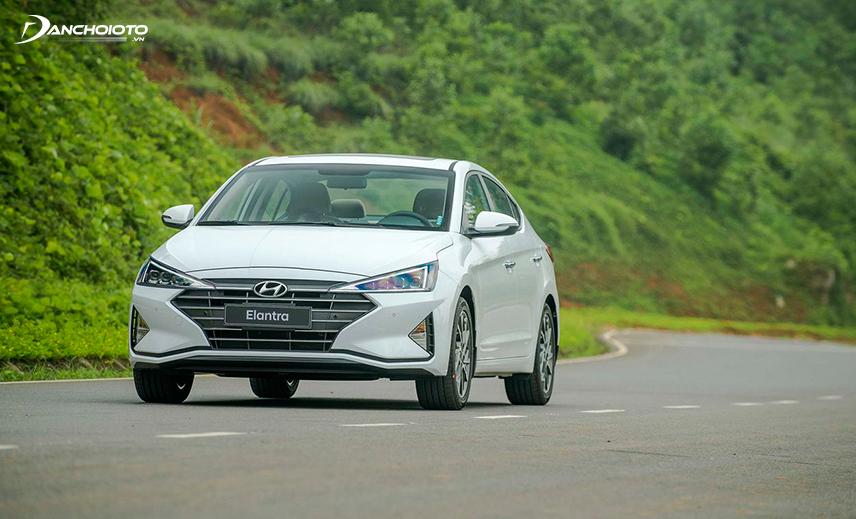 Thiết kế xe Hyundai Elantra mang vẻ thể thao, thanh lịch nhưng điềm đạm, chững chạc