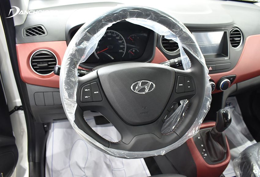 Vô lăng Hyundai Grand i10 2020 thiết kế 3 chấu đơn giản