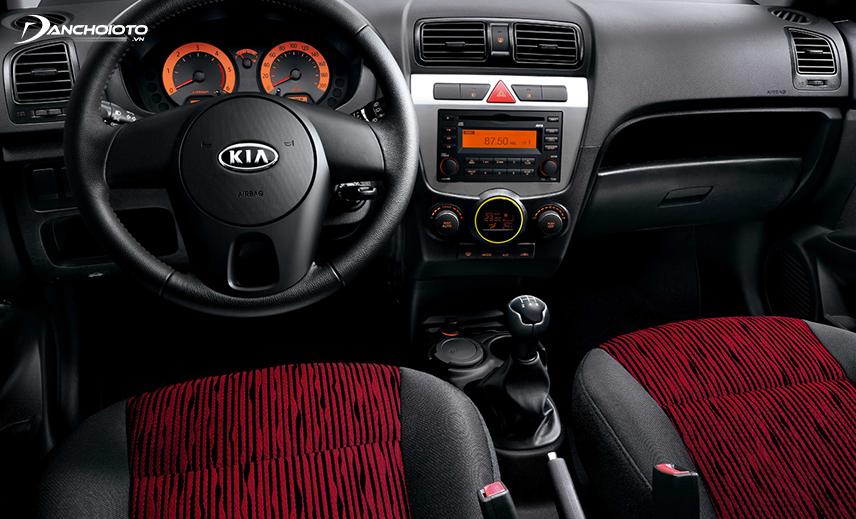 Xe Kia Morning 2007 - 2011 có taplo khá đơn giản với thiết kế kiểu đối xứng truyền thống