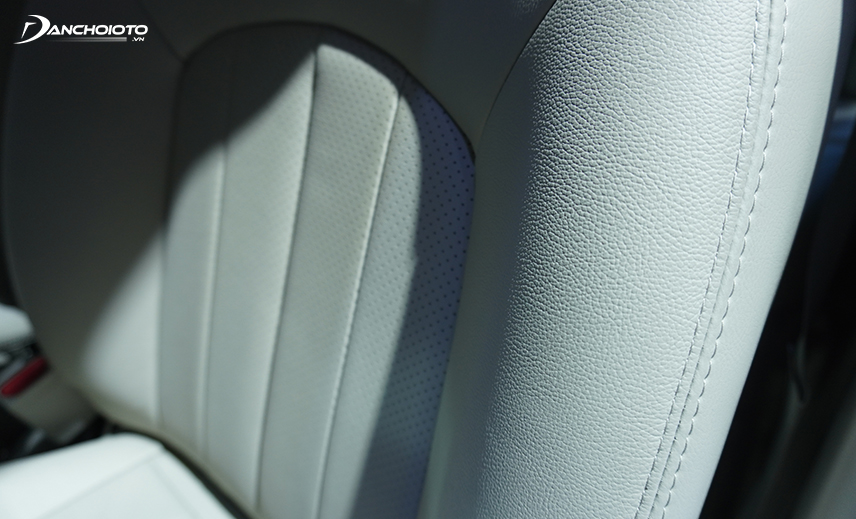 4/5 version of Nissan Sunny 2020 is covered with leather
