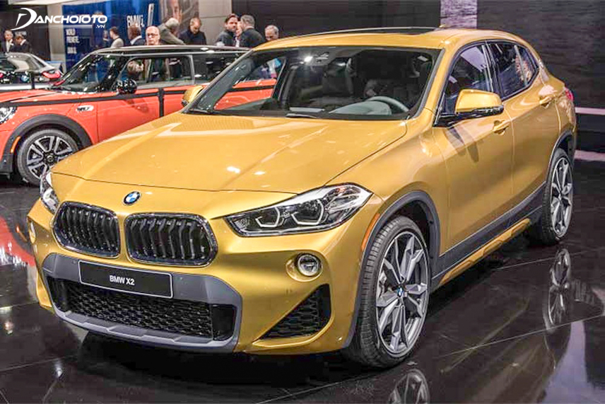 BMW X2 attracts with sharp lights