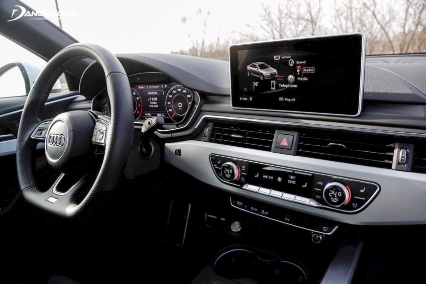 Gọn gàng, rộng rãi và hiện đại là ưu điểm trong khoang hành khách của Audi A4