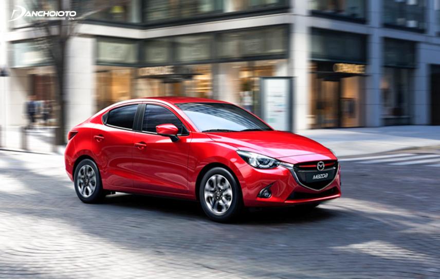 Mazda 2 2018 trang bị nhiều chức năng an toàn hơn Yaris 2018