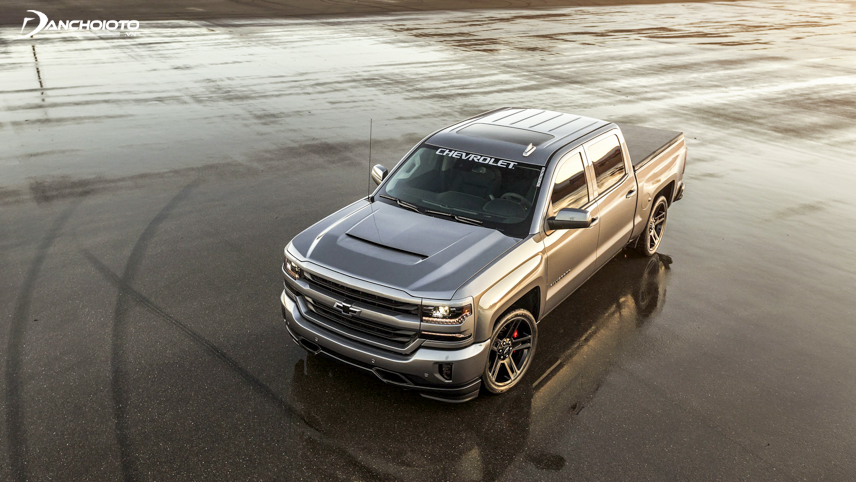 Set of big wheels of Chevrolet Silverado 2018