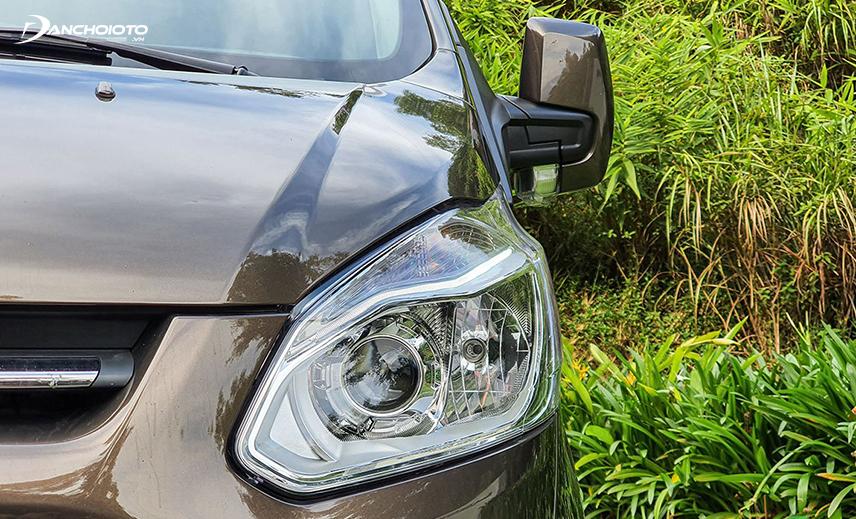 Đèn xe Ford Tourneo 2020 dùng công nghệ Halogen có dải LED ban ngày