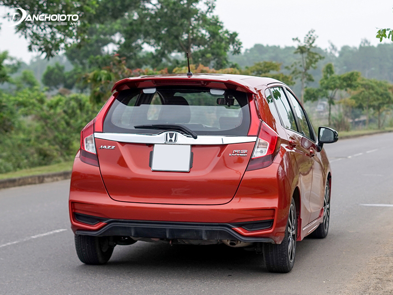The rear of the Honda Jazz 2020 is quite compact, also designed in a sporty style
