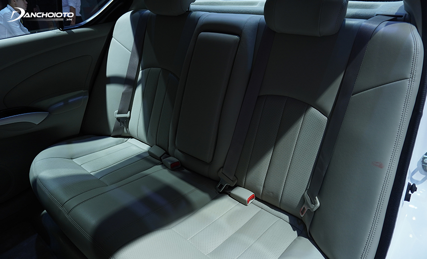The rear seats of Nissan Sunny 2020 are the most spacious in the segment