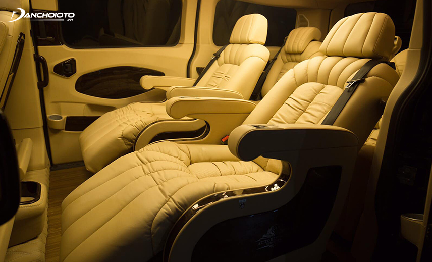 Ghế Tourneo Limousine thiết kế lại tiện nghi và sang trọng hơn