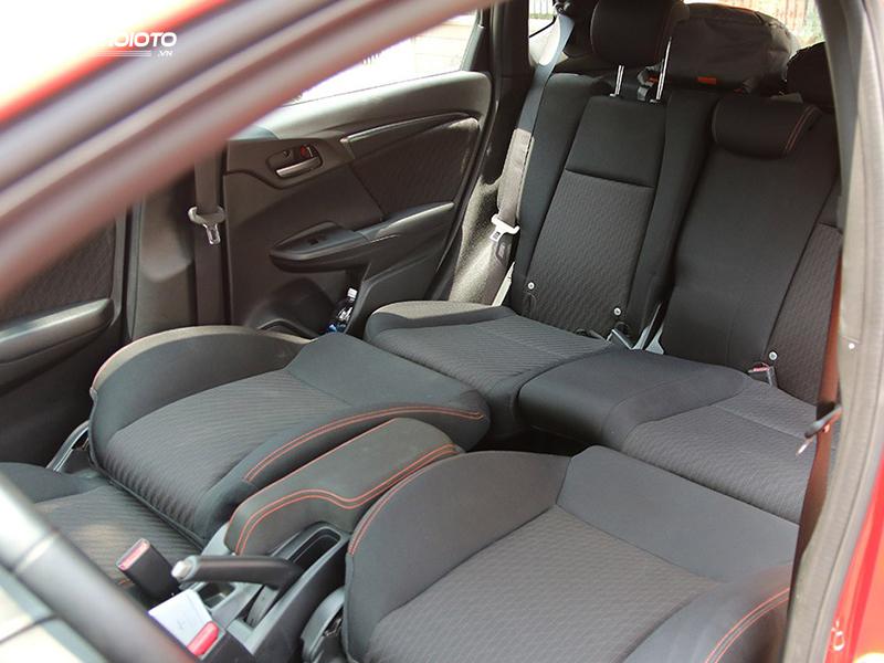 Rear seats Honda Jazz 2020 spacious and comfortable