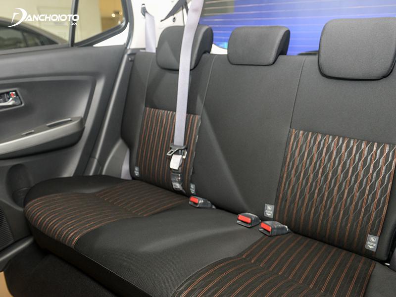 Hàng ghế sau Toyota Wigo 2020 rất rộng rãi với tựa đầu 3 vị trí