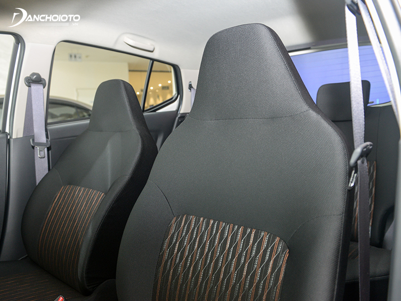 The front row of the Toyota Wigo 2020 has a seamless headrest with a slightly uncomfortable backrest if sitting for long periods