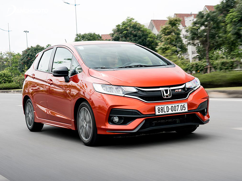 The Honda Jazz steering system is equipped with electric power, so the steering is quite light