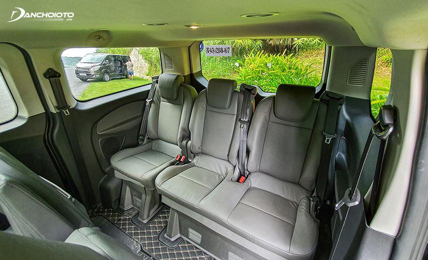 Không gian hàng ghế thứ 3 Ford Tourneo 2020 khá thoáng